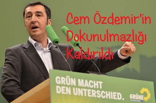 Yeşiller Partisi Eşbaşkanı Cem Özdemir'in Dokunulmazlığı Kaldırıldı