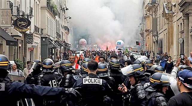 Fransa'da greve polisler de katıldı