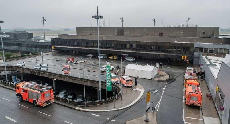 Hannover Havalimanı'nda bir sürücünün aracını piste sürmesi nedeniyle uçuşlar askıya alındı.