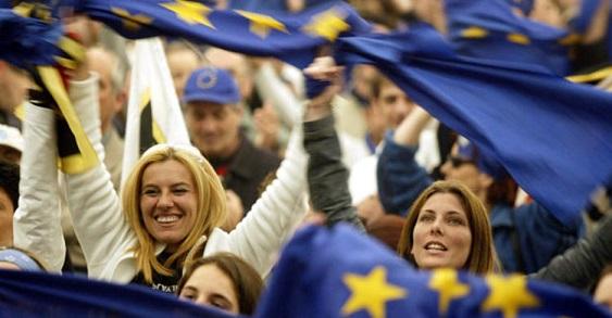 Avrupa Birliği (AB) 825 Bin Kişiye Vatandaşlık Verdi
