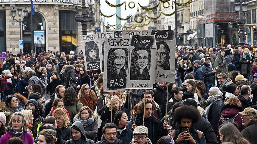 Fransa'da kadına şiddete protesto