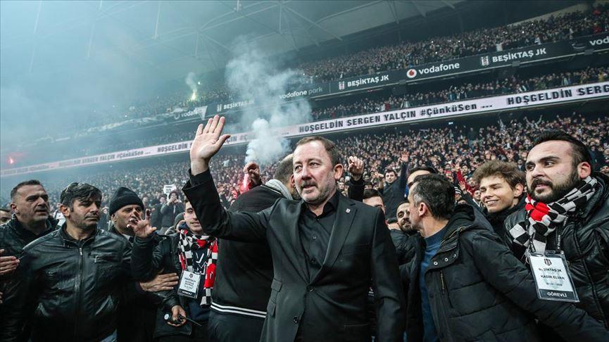 Beşiktaş, Sergen Yalçın için coşkulu bir imza töreni düzenledi