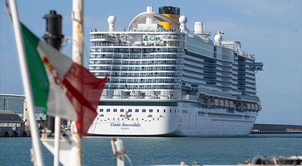 İtalya'da 6 bin kişilik yolcu gemisi koronavirüs şüphesiyle karantinaya alındı