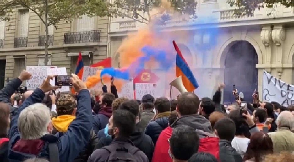 Paris'te PKK yandaşları ile Ermeniler ortak gösteri düzenledi