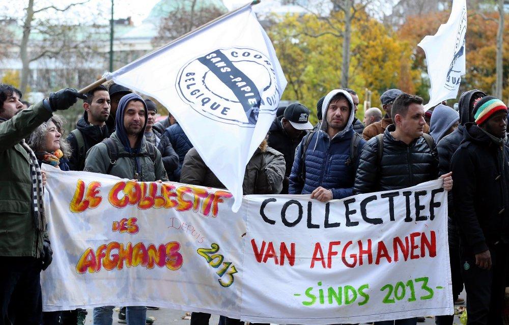 Belçika'da düzensiz göçmenler oturum izni için gösteri düzenledi