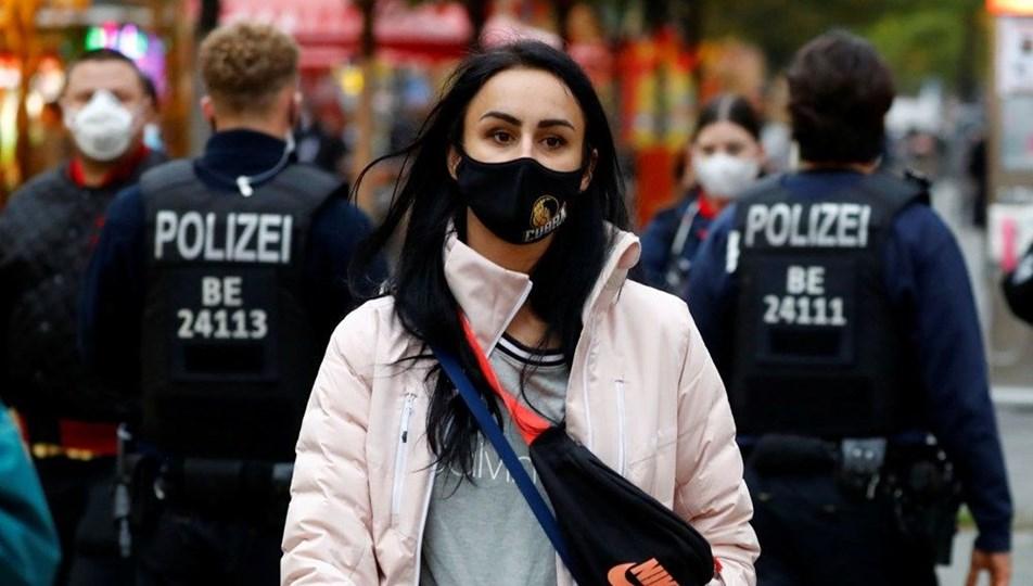 Almanya koronavirüs tedbirleri kapsamında büyük kapanma kararı aldı