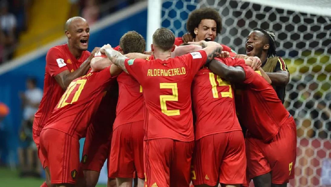 Belçika'da futbolcuların gol sonrası birbirlerine sarılmaları yasaklandı