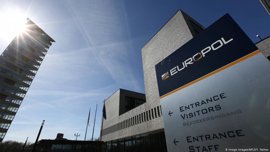 Avrupa  Polis Teşkilatı Europol, aşıların güvenliği, hileli ve sahte aşılar konusunda uyardı