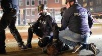 Hollanda'da  sokağa çıkma yasağı protestolarında 184 kişi tutuklandı.
