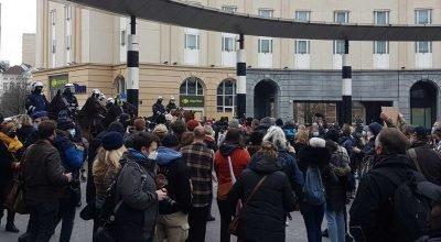 Belçika'da koronavirüs kısıtlamalarına karşı protesto : 300  gösterici gözaltına alındı.