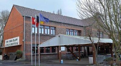 Avrupa'nın ilk imam hatip okulu 6. dönem mezunlarını verdi