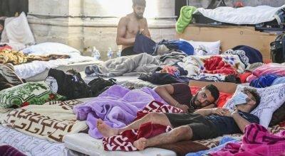 """Brüksel'deki """"kağıtsızlar"""" hükümet ile görüşmeleri sonucunda açlık grevlerini askıya aldı."""