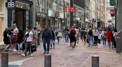 Hollanda'da 1,5 metre sosyal mesafe kuralı kalktı